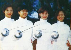 Maria(右二)當年與港隊擊劍隊隊友合照。